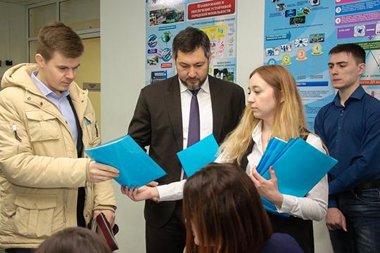 Лучше других впрошлом году сбюджетом поработал «Барс Технолоджи»Олега Коробченко (в центре)