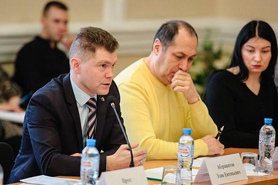 Элик Абдрашитов (слева)