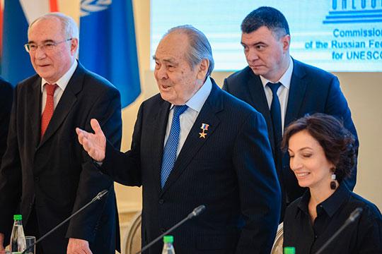 Минтимер Шаймиев: «Вы как настоящий татарин – сначала себе налили, а потом даме…»