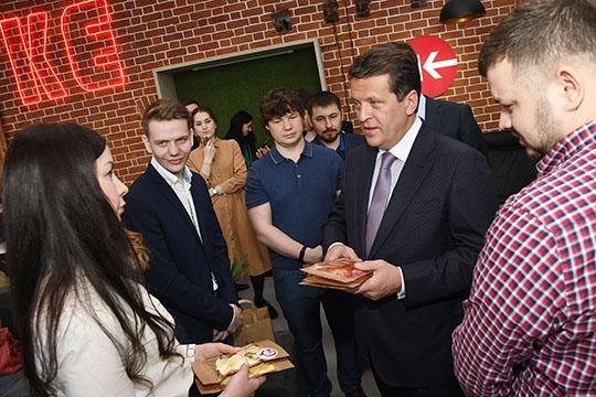Под воздействием продуктивного диалога Метшин под конец созрел набольшее— ирешил, что одним только разделом впрограмме городской поддержки МСБ для самозанятых Казань ограничиться неможет