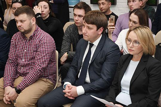 Надо понять, какой должен быть формат работы— совместно сглавным художником КазаниЖанной Белицкой (справа)