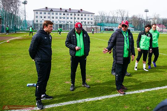 Вчера Олег Кузьмин провёл первую тренировку в качестве тренера штаба Курбана Бердыева. Экс-капитан и легендарный защитник «Рубина» начал полноценную тренерскую карьеру