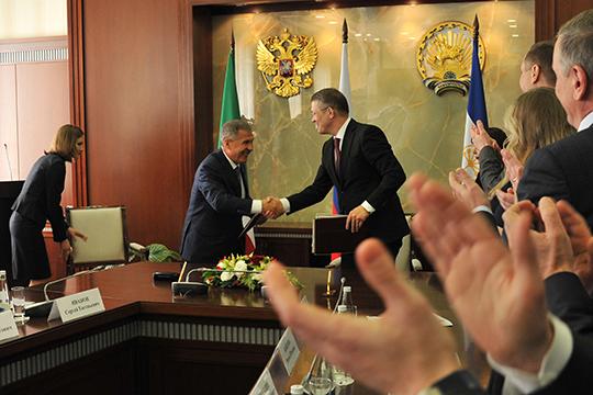Лидеры РТиРБподписали соглашение между правительствами республик оторгово-экономическом, научно-техническом, социально-культурном сотрудничестве, рассчитанный напять лет