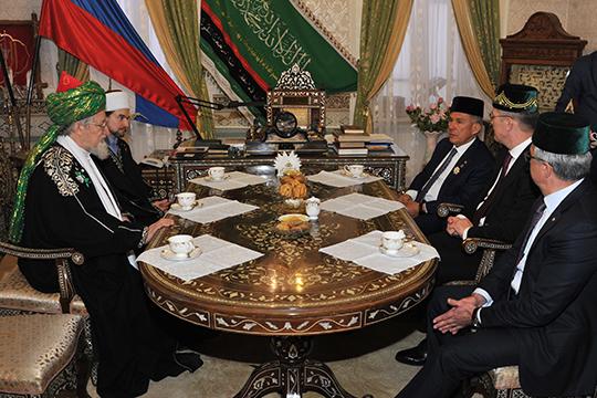 После окончания всех официальных мероприятийпрезидент Татарстанавстретился сверховным муфтием, председателем ЦДУМ РоссииТалгатом Таджуддином