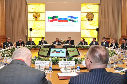 Всчитанные минуты главный зал конгресс-холла наполнился желающими попасть наделовой татаро-башкирский форум вформате круглого стола