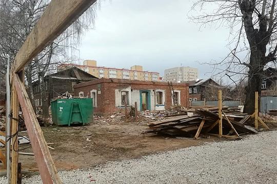 Взеленодольском квартале «Полукамушки» началась реконструкция. Бюджет РТвыделил немалые деньги, нотолько на8 исторических домов первой линии квартала
