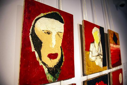 «Навыставке мывидим размышления художников, очень современные поформе, нопосодержанию вних прослеживается глубокая связь сземлей, предками»