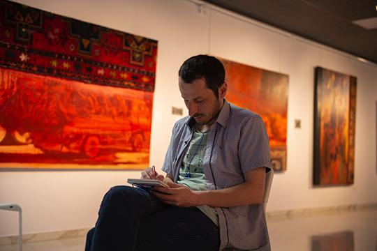 Мурад Халилов представлен видеоартом и небольшим количеством живописи