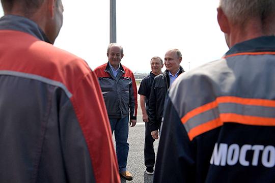 Аркадий Ротенберг (в центре на заднем плане) после успешного завершения строительства Крымского моста значительно улучшил свои позиции