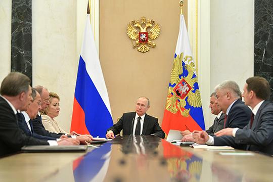 Снижение рейтингов власти привело ктому, что обсуждение моделей транзита началось уже напервом году президентского срока Путина