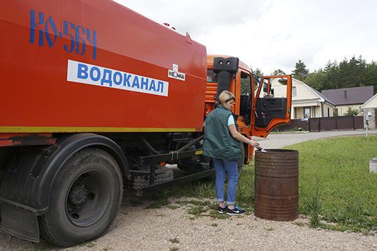 Водоснабжение внекоторых частях Бавлов отсутствовало около недели, авцелом проблема спитьевой водой охватила весь населенный пункт. Муниципалитет организовал подвоз вцистернах