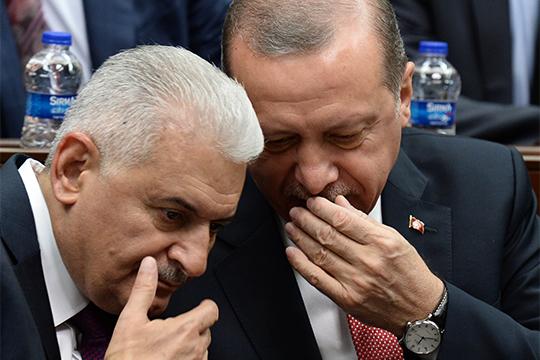Наперевыборах мэра Стамбула ставленник президента Турции Реджеп Тайип Эрдогана (справа) экс-премьер страны Бинали Йылдырым (слева) проиграл молодому оппозиционеруЭкрему Имамоглу