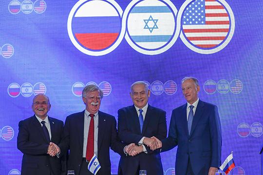 Меир Бен-Шаббат, Джон Болтон, Биньямин Нетаньяху и Николай Патрушев (слева направо) во время пресс-конференции участников встречи советников по национальной безопасности США, России и Израиля