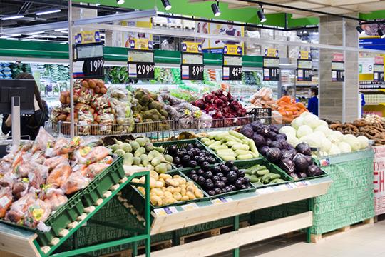 Посезонной традиции, наитоговый индекс существенно повлияло снижение цен наовощи-фрукты в78 субъектахРФ