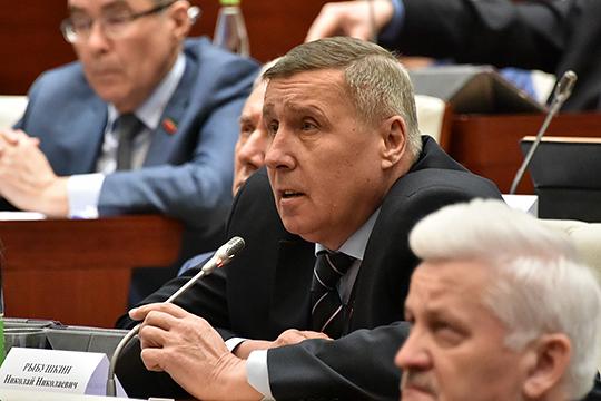 Николай Рыбушкин — активный парламентарий, довольно часто берет слово, однако в стремлении поднять особенно острые вопросы не замечен