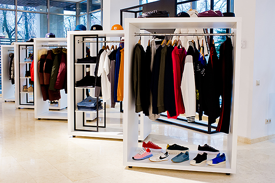 Outpacизвестен среди казанских модников ифанатов уличной моды благодаря редким релизам иоригинальной товарной матрице