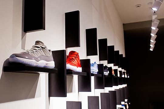 Укитайцев широко развита практика скупки кроссовок всоседних странах сдальнейшей ихперепродажей вКитае.