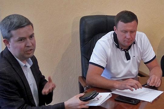 Руслан Юсупов (справа) уточнил, что речь идет не только о повышении стоимости проезда за наличный рот до 31 рубля, но и о необходимости стопроцентной компенсации за провоз льготников