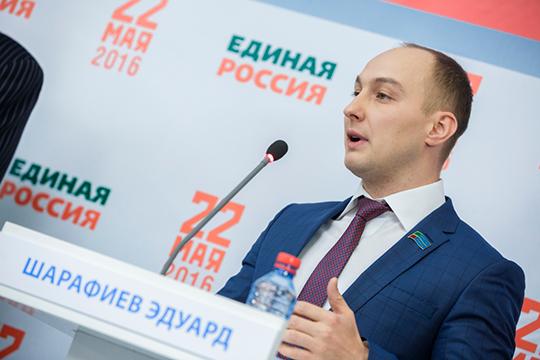 Долгие годы нынешний избранный депутат от ЛДПР был активистом «Справедливой России». В 2016 году разошелся с «эсерами» и участвовал в праймериз «Единой России» по выборам депутатов Госдумы РФ