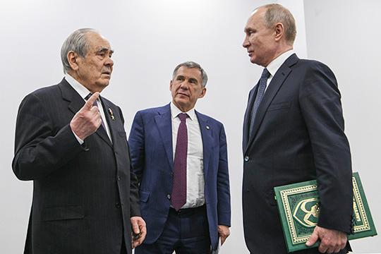 «Как всякие восточные люди, татары (в том числе в лице их президента Рустама Минниханова) ничего не говорят сразу и впрямую. Они не дают прямого ответа на прямо поставленный вопрос. Они его спокойно обдумывают, а потом наносят удар в спину»