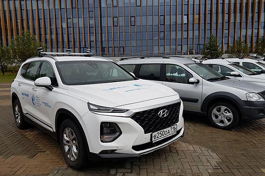 Гостей ждал целый ряд автомобилей, работающих нагазомоторном топливе, возглавляемый беспилотником Hyundai