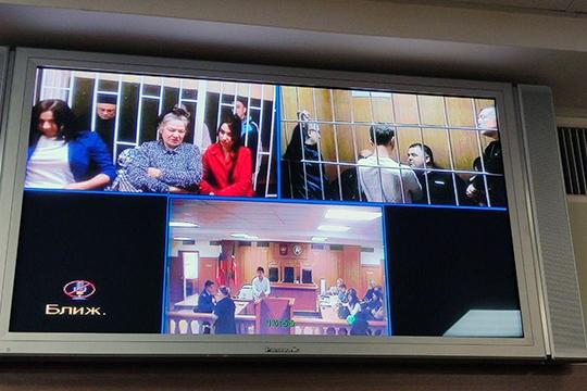 Из экранов телевизора зала суда доносились пронзительные слова. Каждый просил снизить срок наказания, умолял вынести новый приговор с учетом смягчающих обстоятельств