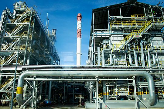 «Нефтехимия требует крупных вложений, и рисковать из-за того, что третья сторона может не поставить сырье, опасно. Однако всегда можно найти способ гарантировать поставки сырья. Но наличие собственного сырья, конечно, всегда предпочтительнее»