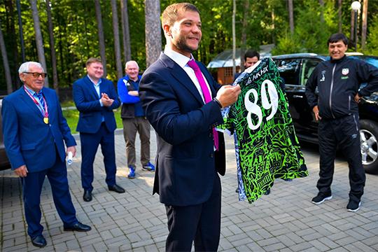 У ТАИФа есть еще один футбольный проект — «Нефтехимик». Тимур Шигабутдинов, обладающий серьезным неформальным влиянием в компании, буквально живет командой