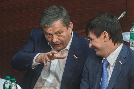 Марат Бариев высказал жесткую позицию, отвергнув подозрения в поддержке Госдумой интересов табачного лобби. Однако производители снюса нашли лазейку в законе: раз запрещены табачные смеси, изобрели никотиновые
