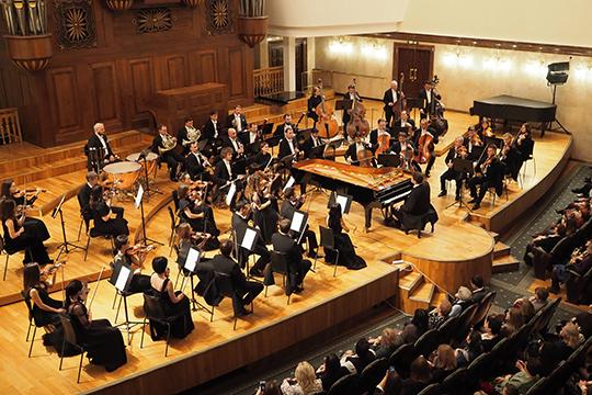 «Это был особенный концерт, потому что редко бывают такие сочетания: первое отделение — сольное, а второе с оркестром, да еще и без дирижера, — рассказал Мацуев журналистам на следующий день