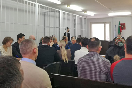 ВНабережных Челнах близится кконцу криминальнаяэпопея так называемого «короля обнала» — в суде был допрошен предполагаемый лидер группы из22 участниковДенис Окунь