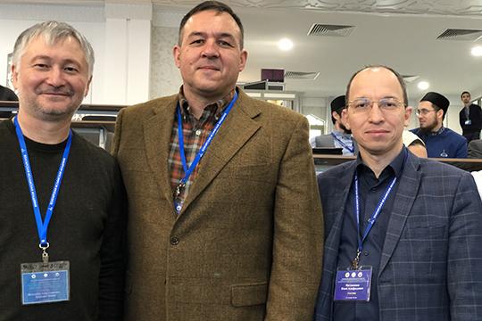 Ахмет Ярлыкапов (слева) иАзат Ахунов (в центре)