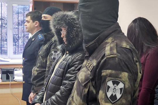 Сегодня утром в Вахитовский районный суд в сопровождении бойцов СОБРа доставили 38-летнего Ильшата Гатауллина и 39-летнего Айдара Халитова