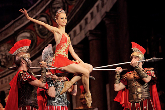 Найти себе новое место в разгар театрального сезона, когда составы набраны и планы сверстаны, весьма непросто даже высокопрофессиональной балерине