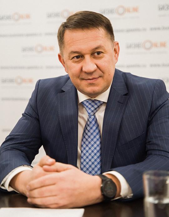 Ауфар Галиев: «Если говорить оцифрах, топоитогам 9 месяцев текущего года темп роста составил 116,7 процента куровню аналогичного периода прошлого года, произведено 96,4 тысячи тонн продукции. Выручка составила 6 миллиардов 350 миллионов рублей, это 125,6 процента к9 месяцам 2018 года»