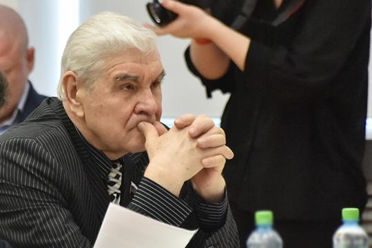 Фатих Сибагатуллин— депутат с2007 года. Ниодного авторского изподписанных имзагод 42 законопроектов мынеобнаружили