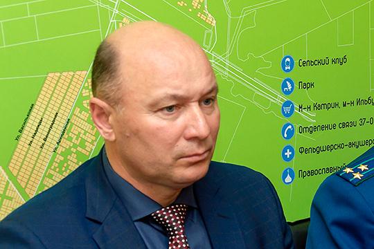 Глава района Фаил Камаев заявил, в частности, что не снимает вину за произошедшее и с себя, но главными виновниками считает начальника управления образования района и МВД