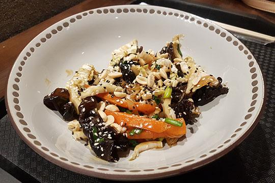 Салат с древесными грибами