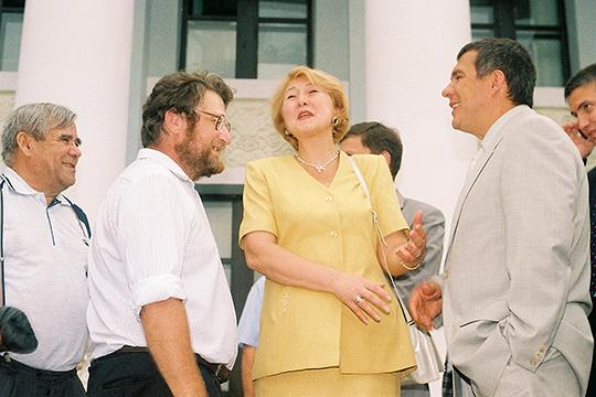 В 1999 году Валеева получила портфель министра по делам печати, телерадиовещания и средств массовых коммуникаций РТ, а пару лет спустя дослужилась до статуса заместителя премьер-министра Татарстана
