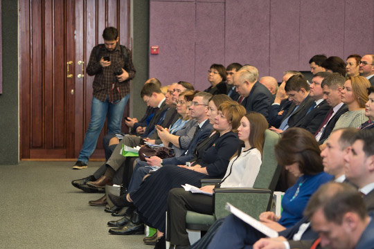 Среди задач Татарстана на следующий год — усовершенствование регистра бедняков, получение более полной информацию «об их доходах из ФНС, составе домохозяйства из МВД, и движимом имуществе из ГИБДД»