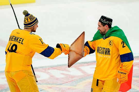 Главным героем первого дня Матча звёзд стал капитан «Ак Барса» Данис Зарипов, вышедший с флагом Татарстана на плечах и щитом в виде эчпочмака