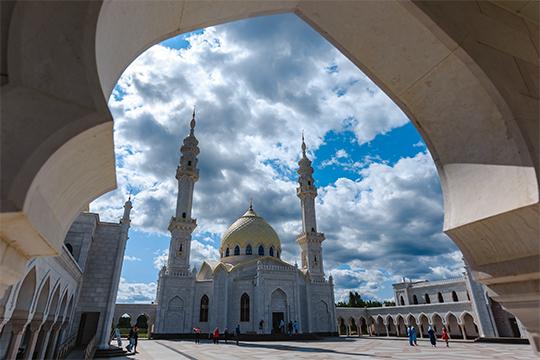 «ВТатарстане действует единый муфтият, амусульманские общины выступают единым фронтом, позволяет татарстанской умме быть предметом доброй зависти для многих других регионов страны»