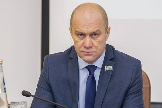ЗаРождаевапроголосовали единогласно, после чегоМихайловапредложила ему место впрезидиуме, ассебяпопросила снятьполномочиязампредседателя горсовета