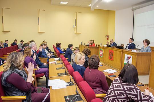 Кандидатуру дружно поддержали иперешли кизбранию членов президиума горсовета, изкоторого выбыли экс-мэрГеннадий ЕмельяновиМихайлова