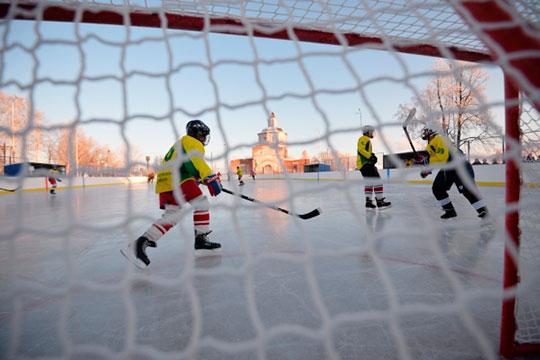 «Вомногих районных центрах сейчас создаются небольшие отдельные хоккейные лиги— Агрызская (АХЛ), Кукморская (КХЛ), Балтасинская (БХЛ)»
