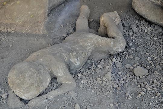 Слепок мертвого тела ребенка в Саду беглецов