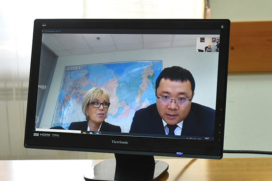Генеральный директор «Хайер Рус» Сунь Чжэньхуа, находящийся в Москве, провел телемост с челнинскими журналистами, в ходе которого рассказал о мерах профилактики заражения