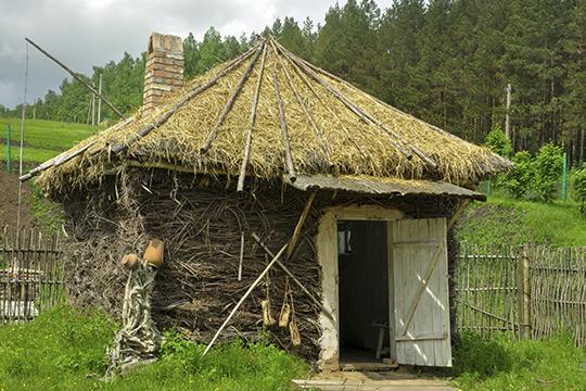 «Рассказываю, а они не понимают: «Как это жили в крытых соломой домах?!»