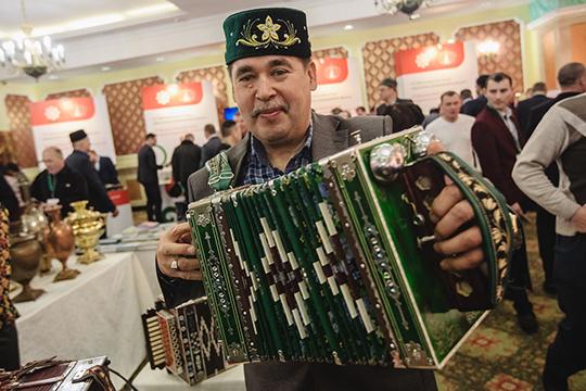 Пленарное заседание VII схода предпринимателей татарских сел под аккомпанемент татарских плясовых мелодий