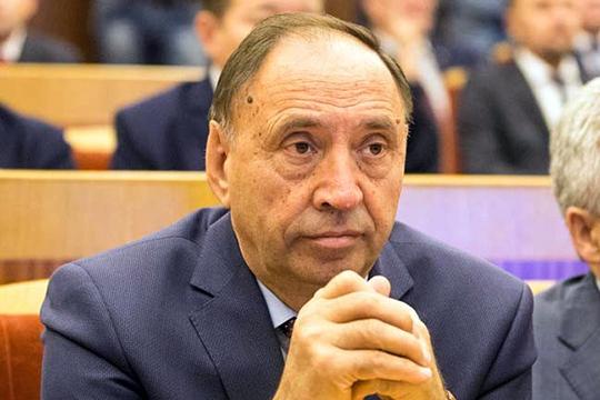 Конфидентом по вопросам внутренней политики Рустэма Хамитова и едва ли не серым кардиналом всей башкирской власти называютРаиля Асадуллина